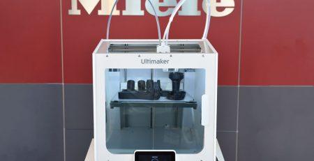 Ultimaker S3 vor Miele Logo
